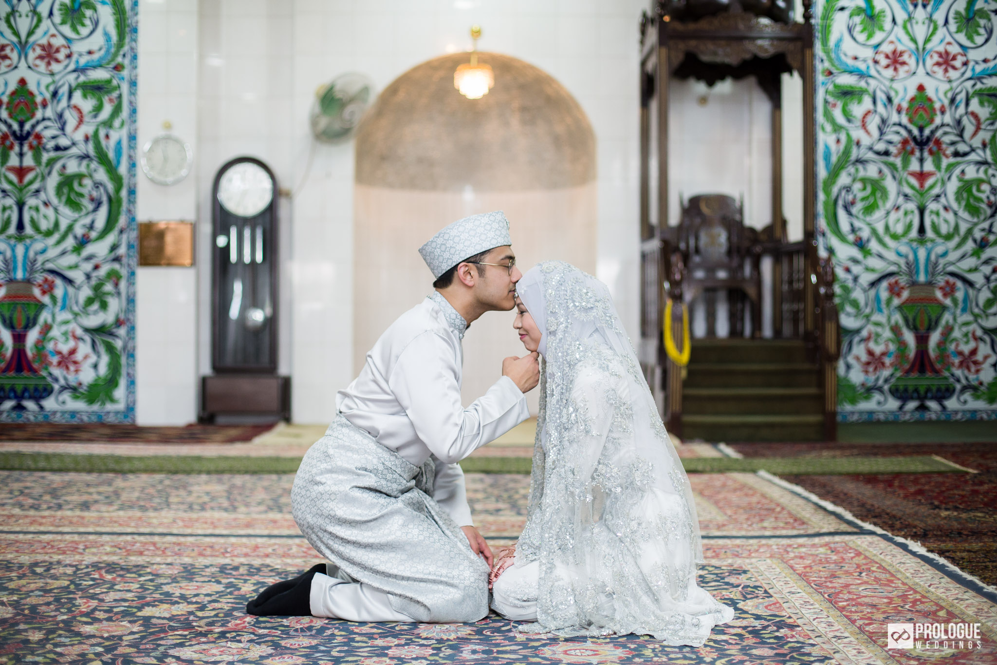 similarities in chinese and malay wedding In malaysia, bahasa malaysia (malay) is the only official language while english is widely used but not an official language in singapore, bahasa melayu (malay) is official with english, mandarin chinese, and indian tamil.